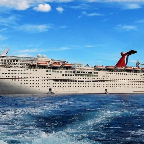 What Should You Wear on Embarkation Day on a Cruise?