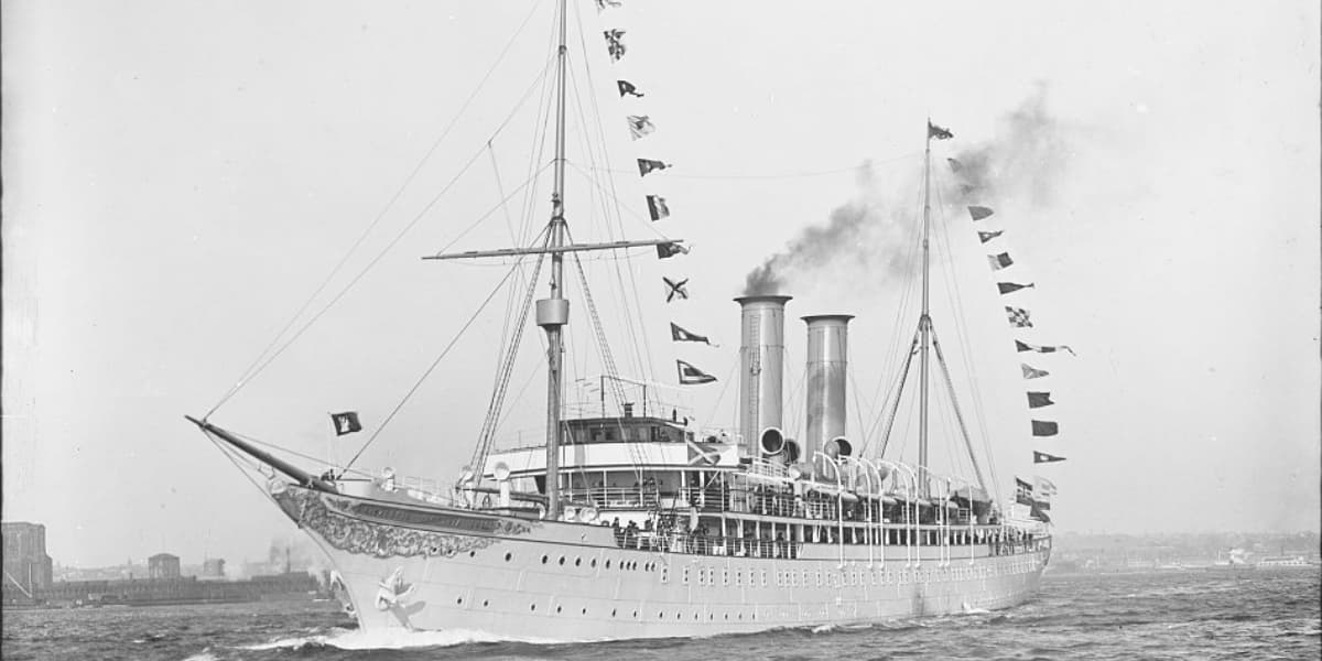image of the first cruise ship SS Prinzessin Victoria Luise